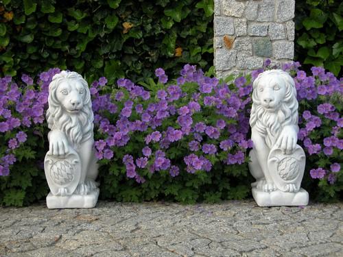 Небольшие статуэтки для садового участка