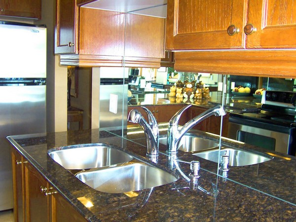 зеркальная плитка на кухне фото