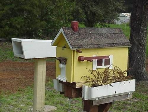 Почтовый ящик в виде домика фото