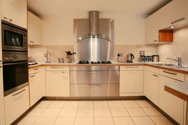 П-образная угловая кухня