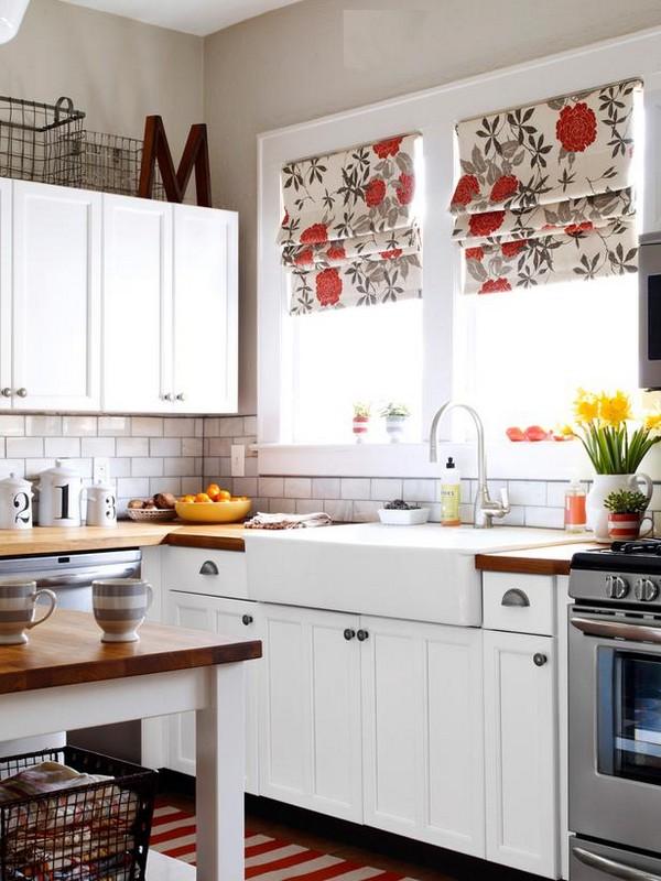 Кухня с окном угловая