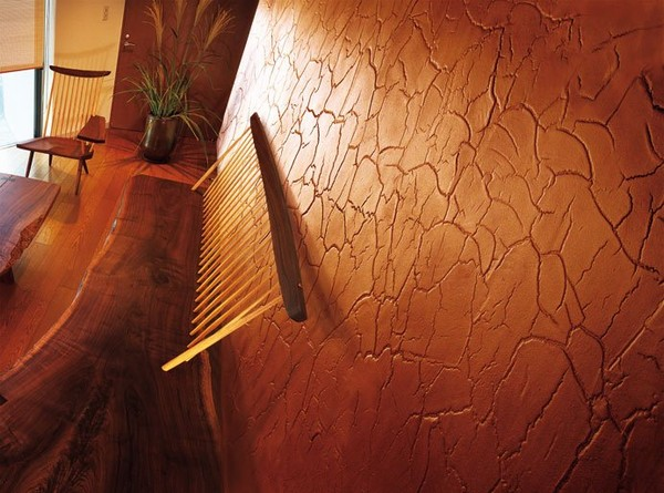 Фактурная штукатурка с имитацией потрескавшейся поверхности