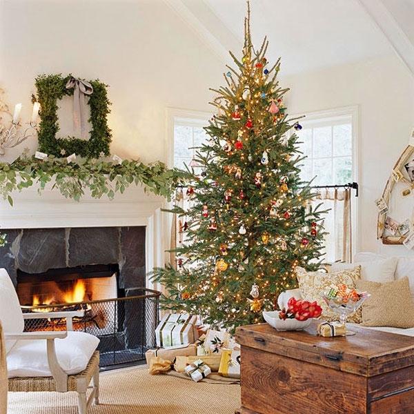 Как расположить подарки под елкой
