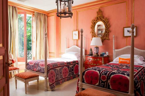 Спальня с персиковыми стенами фото