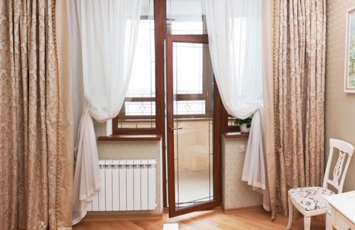 Балконный блок с дверью посередине