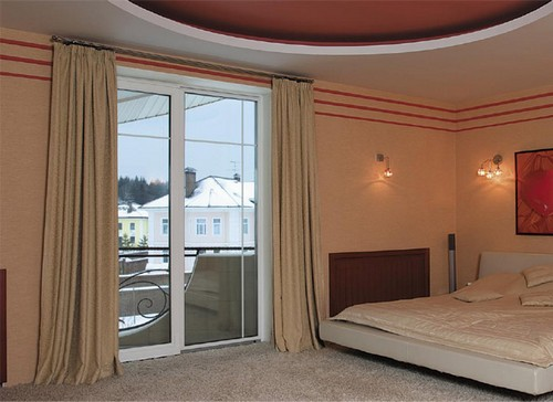 Французское окно с выходом на балкон