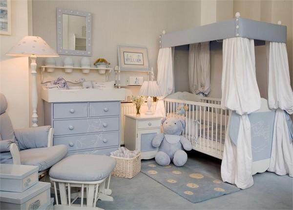 Комната мальчика новорожденного в голубых оттенках