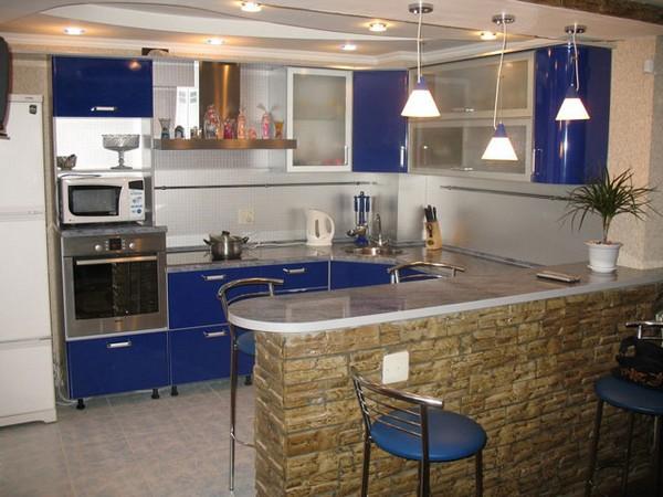 Зонирование кухни и гостиной барной стойкой