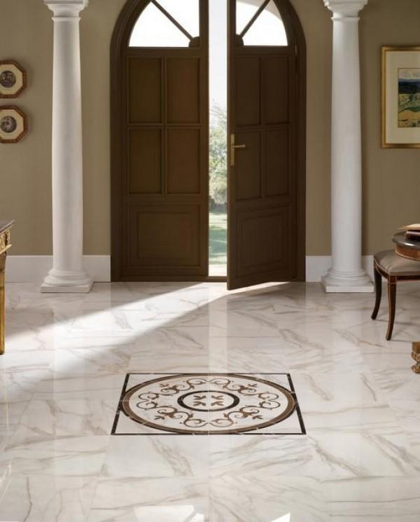 Напольная керамогранитная плитка в коридоре