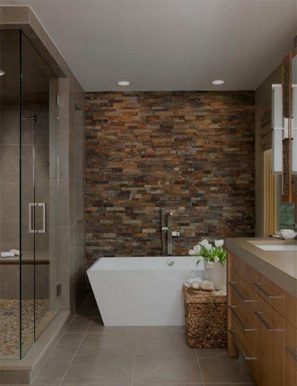 Акцент на одну стену в интерьере ванной комнаты