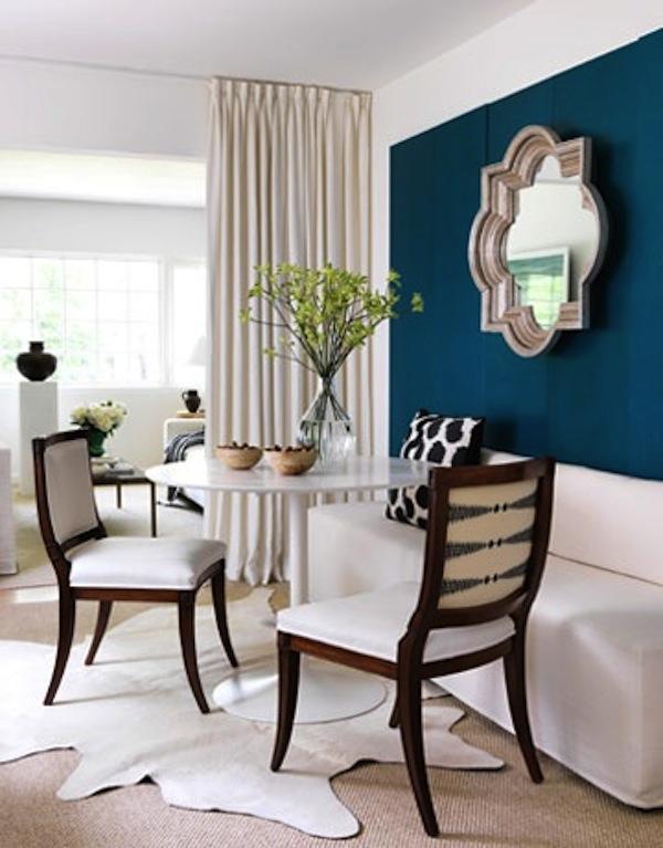 Синяя акцентная стена в интерьере фото