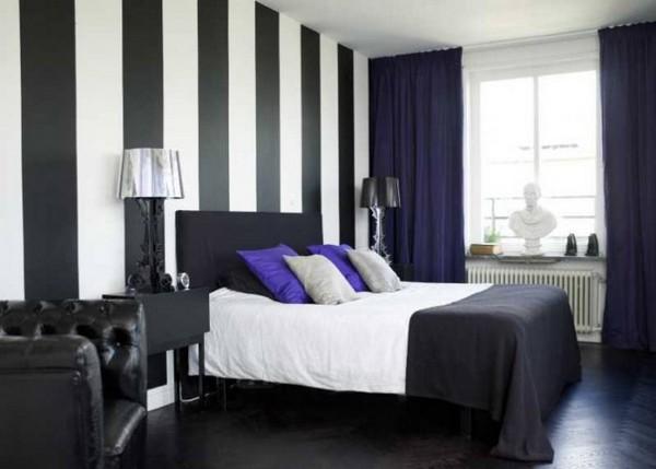 Черно-белые полосатые обои в интерьере спальни