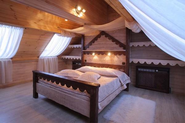Шторы для спальни на мансардном этаже