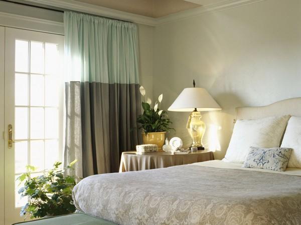 Какие выбрать шторы в спальню