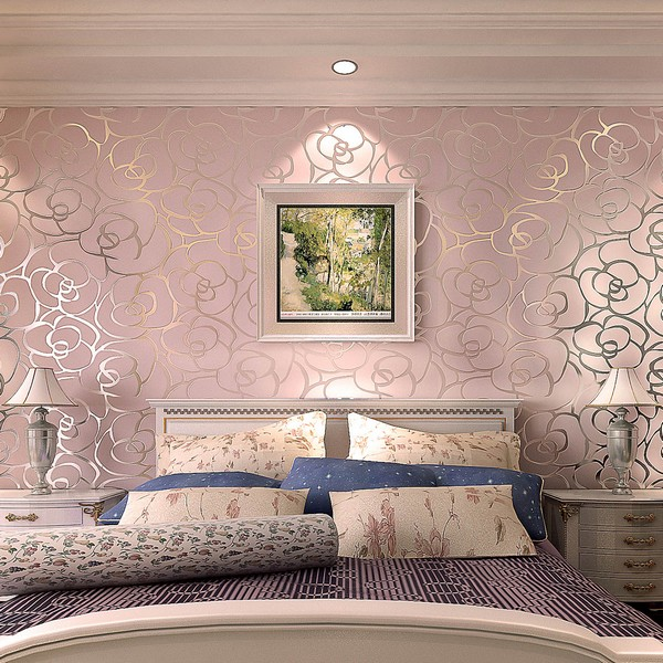 Красивые велюровые обои в спальне