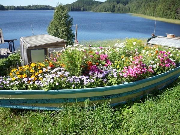 Идеи для оформления клумбы в лодке