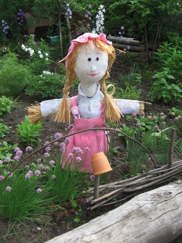 Девочка-чучело на огороде фото