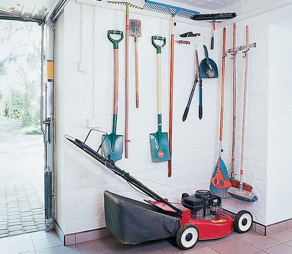 Садовый инструмент готов к весенним работам