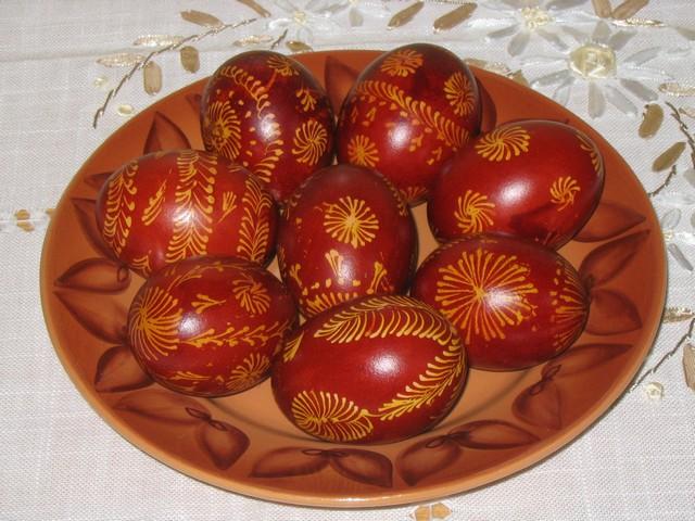 Почему красят яйца на Пасху в красный цвет
