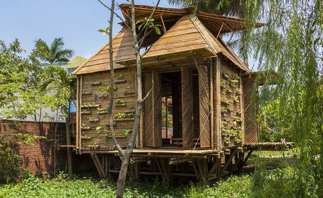Бамбуковый домик на курьих ножках