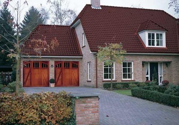 Пристроенный гараж на две машины к дому