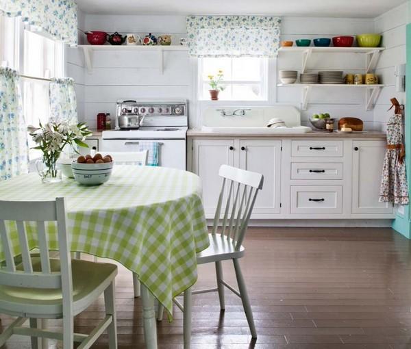 Уютная кухня в стиле кафе бистро