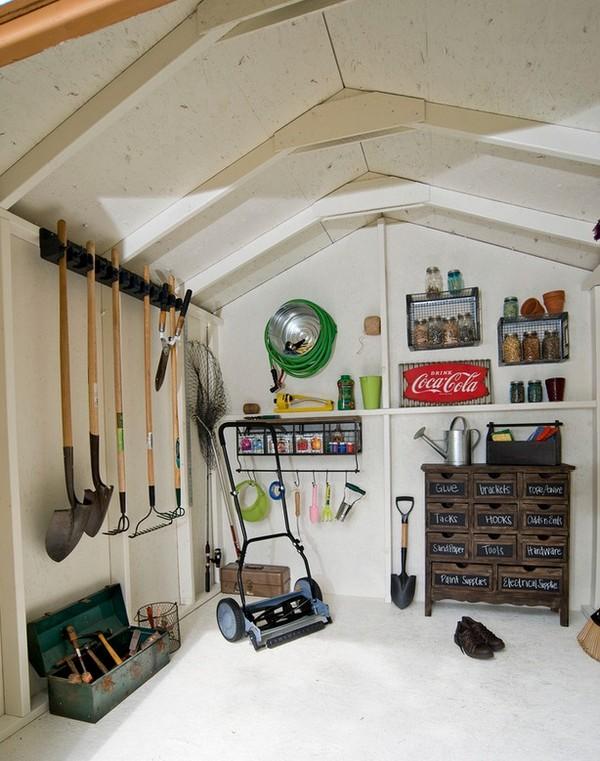 Хранение садового инвентаря в гараже