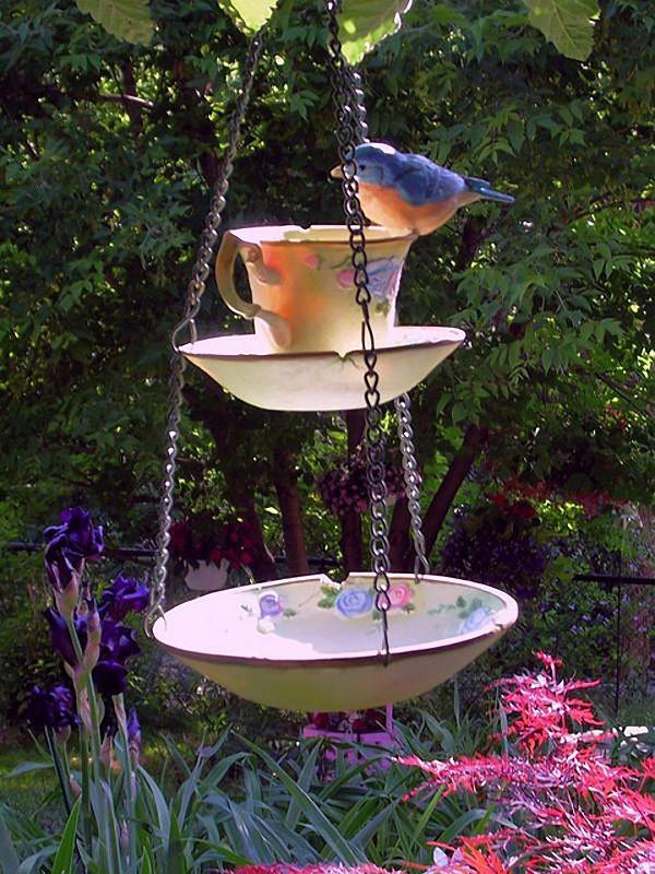 Как сделать кормушку для птиц из старой посуды