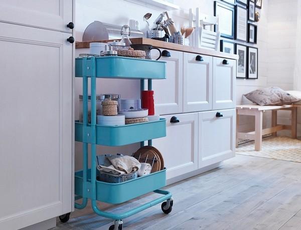 Металлический кухонный островок с полками на колесиках