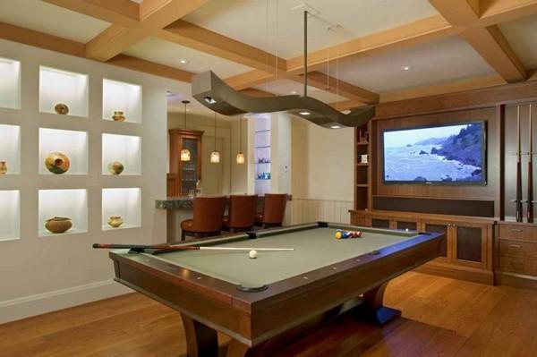 Современная бильярдная комната с барной стойкой
