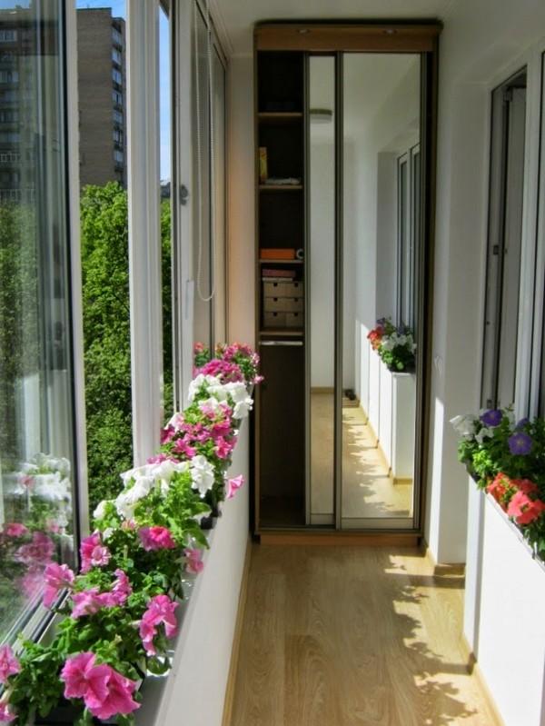 Небольшой уютный балкон фото