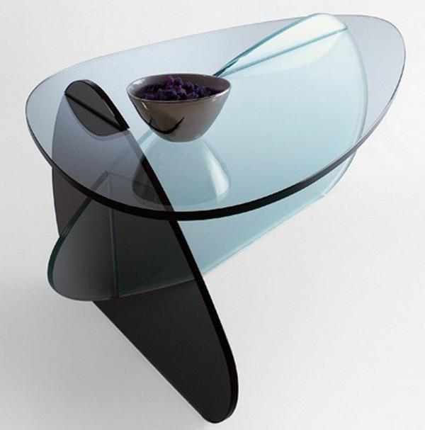 Стеклянный журнальный столик оригинальной формы