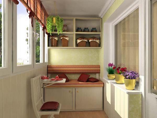 Шкафчик с диванчиком на балконе фото