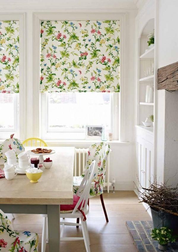 Тканевые рулонные шторы для кухни на окно с балконной дверью