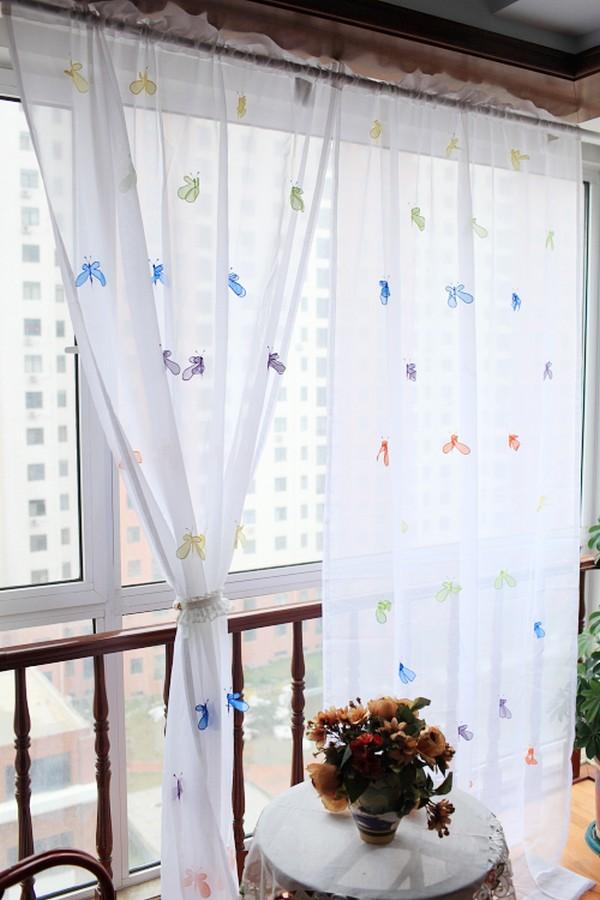 Прозрачные шторки на балкон
