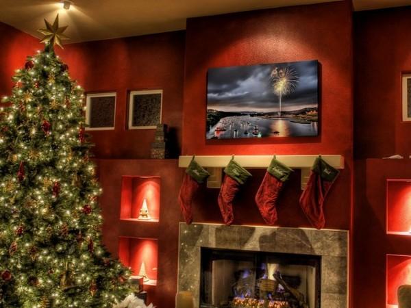 Комната в красных тонах на Новый год 2016