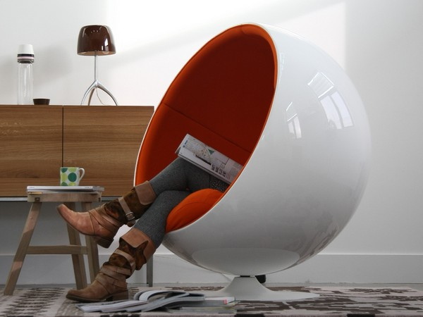 Оригинальное кресло в виде шара