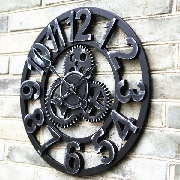 Массивные металлические часы на стену