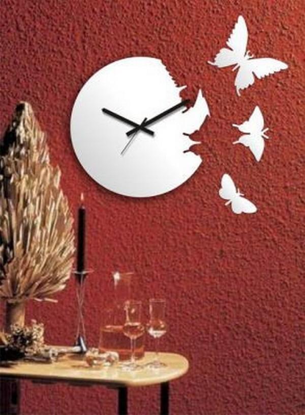 Интересные настенные часы с бабочками
