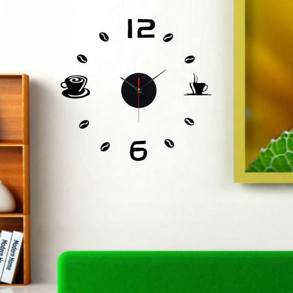 Часы на белой стене