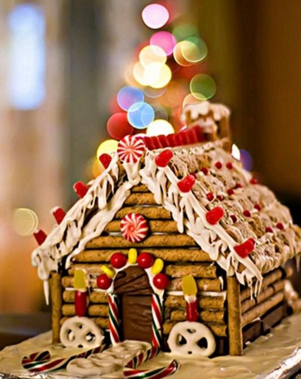 Пряничный домик из сладких трубочек
