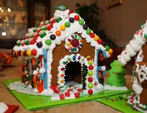Как сделать яркий и красивый пряничный домик