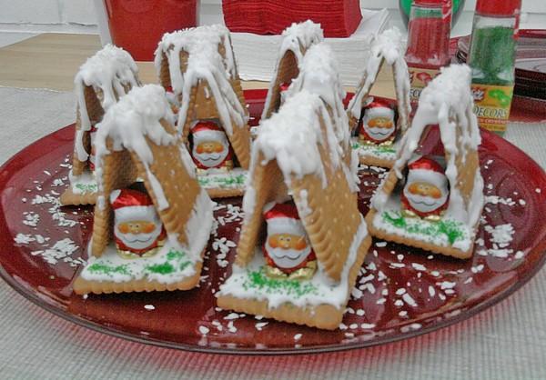 Простые новогодние пряничные домики из печенья фото