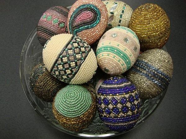 Декор пасхальных яиц из дерева бисером