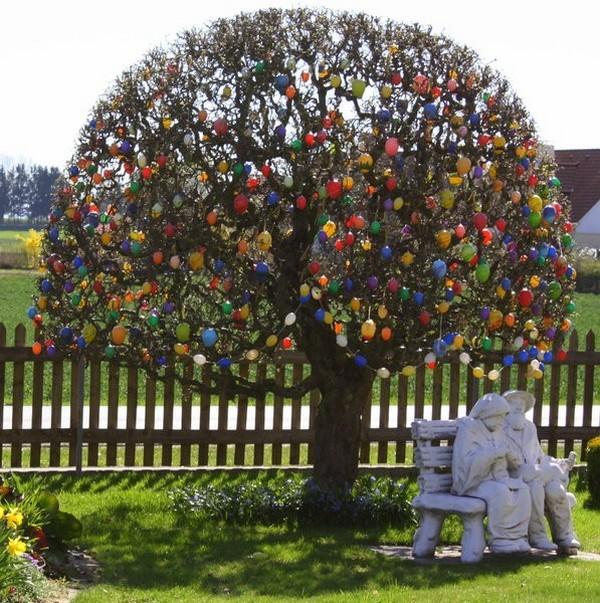Украшение дерева на Пасху фото
