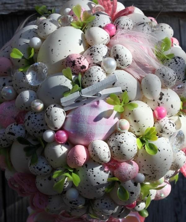 Пасхальная композиция из яиц и цветов фото