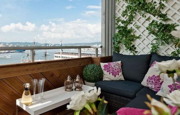 Небольшой столик для балкона фото