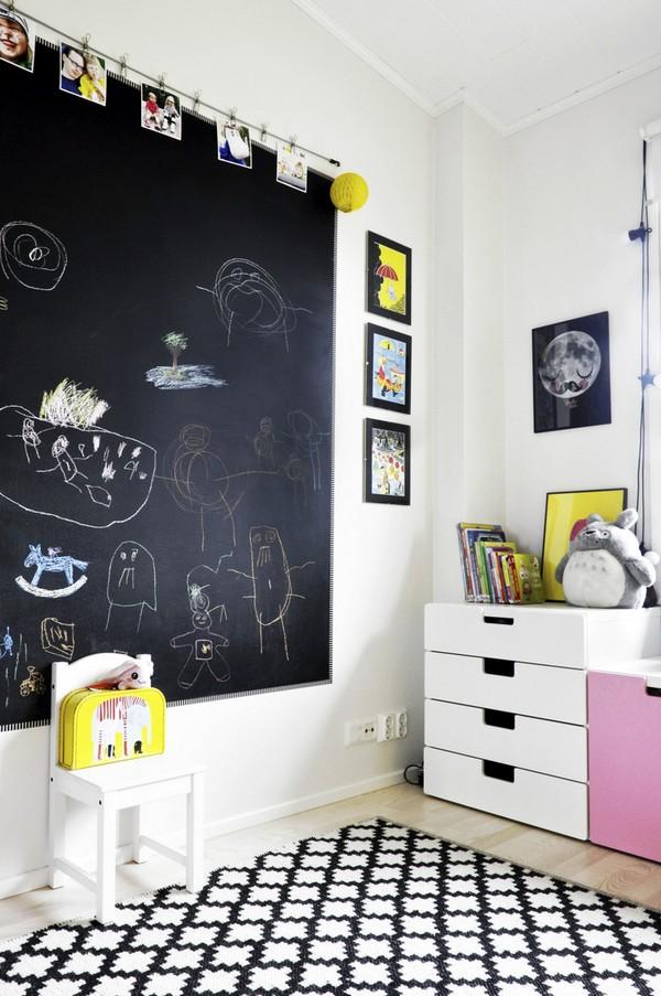 Меловая стена в скандинавской детской фото