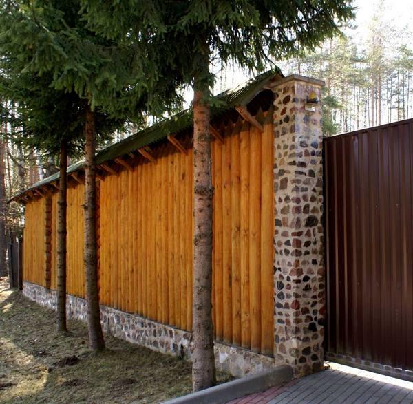 забор для загородного дома из частокола фото