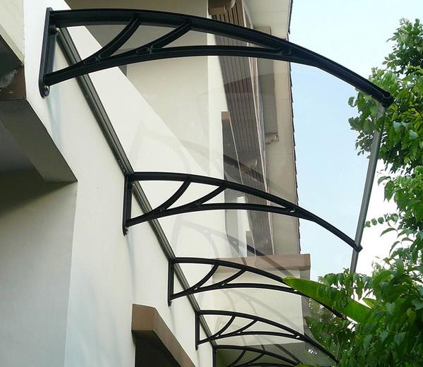 Прозрачный козырек над балконом